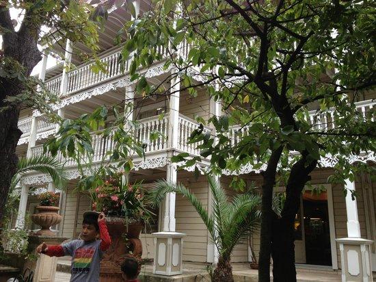 Hotel La Maison Blanche La Facade De Lhotel