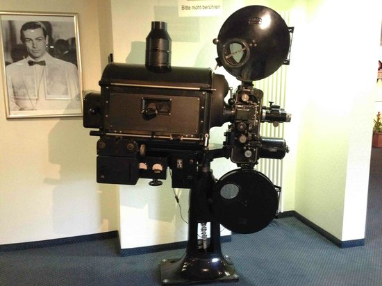 Hollywood Media Hotel : An old Movie Projector