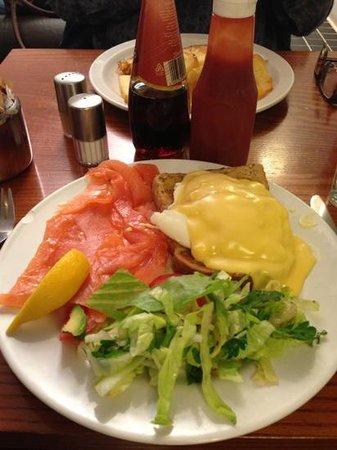 Cafe Bolero: Eggs Benedict with smoked salmon