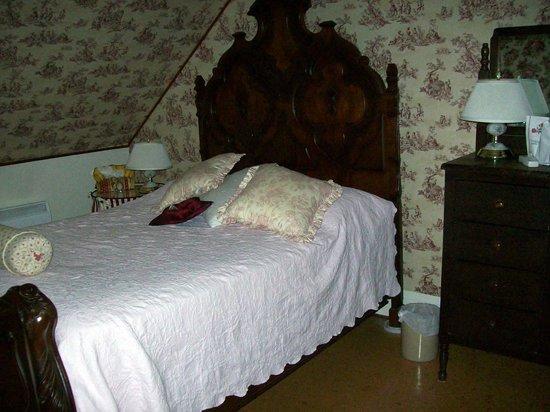 Hayden's Wexford House: Chambre no 1, très petit lit
