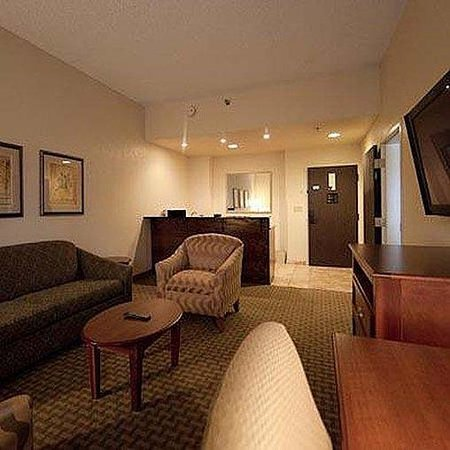 Baymont Inn & Suites Alexandria : Magnuson Hotel Alexandria Airport Room