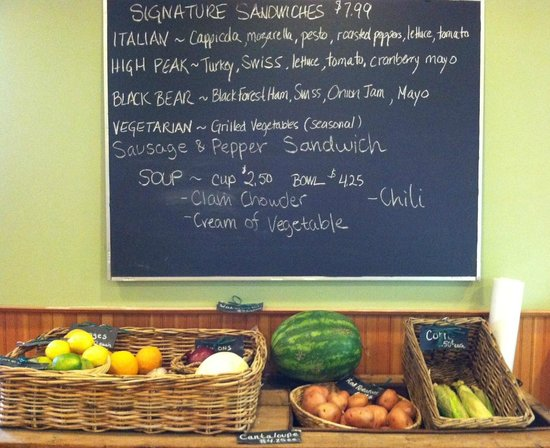 Mountain Market & Bakery at The Astor House: Produce and the day's specialties