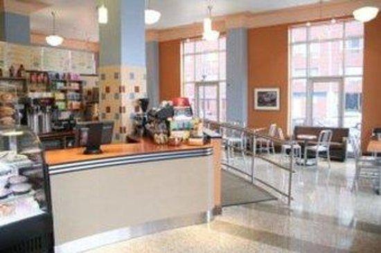 أمباسادور هوتل - ميلواكي: Caffe