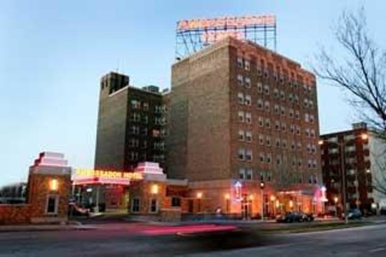 Ambassador hotel updated 2017 reviews price comparison for Five star hotels in milwaukee