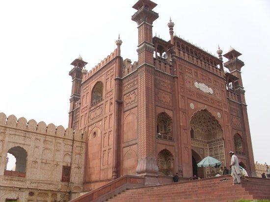 Badshahi Mosque: entrance