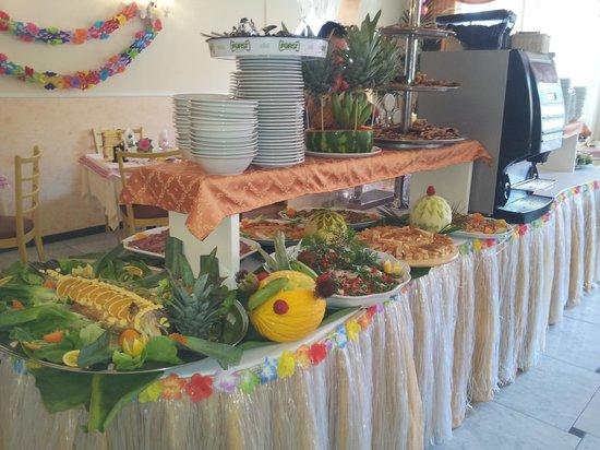 Hotel Mondial: Ottimo cibo