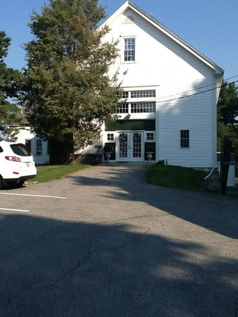 Historic Jacob Hill Inn : The Barn suites & breakfast area