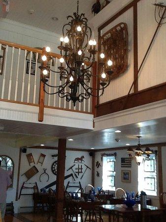 Historic Jacob Hill Inn: Barn breakfast area, so beautiful