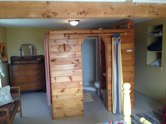 The Maven Gypsy Bed & Breakfast & Cottages : Bathroom in room #3