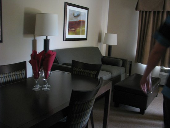 Executive Suites Hotel & Resort: living room