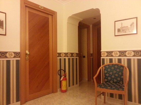 Hotel Teti : Portas dos quartos