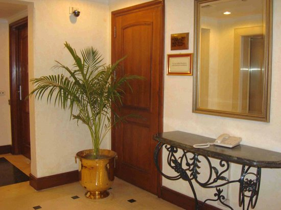 Radisson Hotel Varanasi: Lobby de los pisos de huespedes