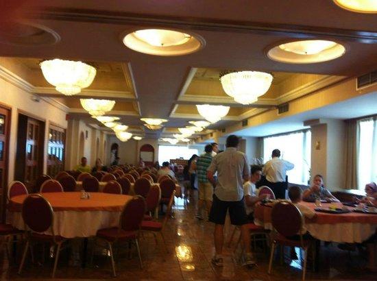 Oscar Hotel: Breakfast