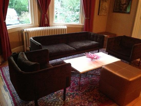 76 Pleasant Street: sitting room