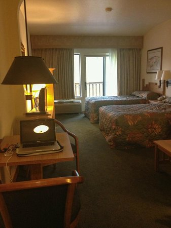 The Pine Lodge on Whitefish River: mini suite with 2 double beds