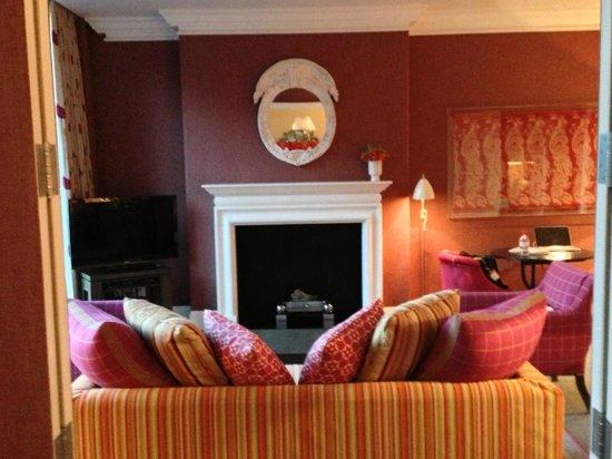 Crosby Street Hotel: Suite 809 sitting room