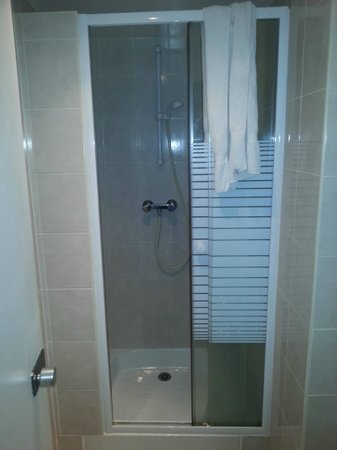 Hotel Du Moulin : Box do banheiro