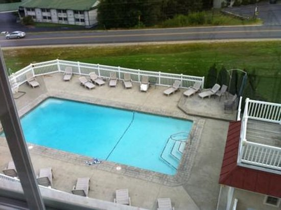 Mountain Edge Resort & Spa at Sunapee: Outdoor Pool