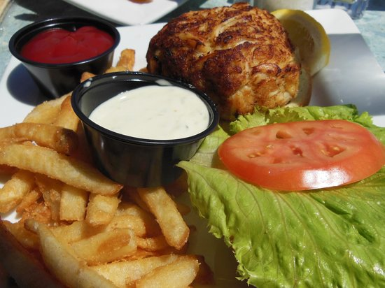 The Federal House Bar & Grille : One of the best crab cake sanwiches I've had