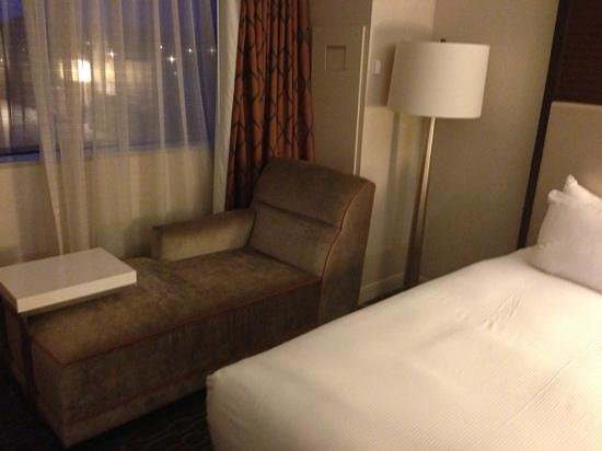 Hilton Atlanta Airport: chaise lounge awesomeness!