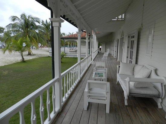 Hotel & Resort Agua Azul: porche