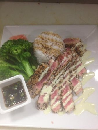 Alley Bar&Grill At Didonato's Family Fun Center: ahi tuna