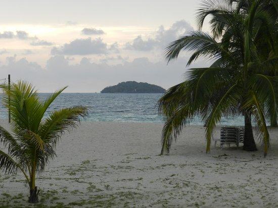 Hotel & Resort Agua Azul: islote periquito al frente