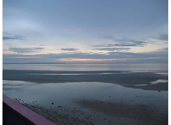 Skip's Beach Resort: Cebu sea