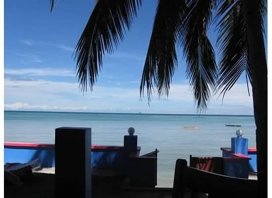 Skip's Beach Resort: Patio/Resto