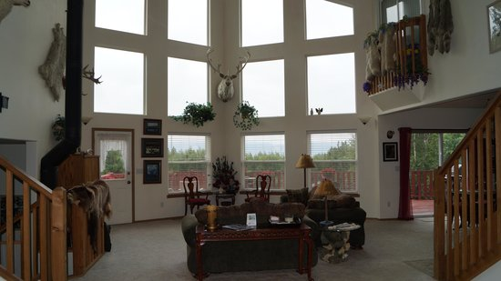 Alaska's Harvest B&B : Living Room