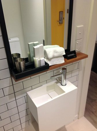 Ovolo Laneways: The bathroom sink is too small