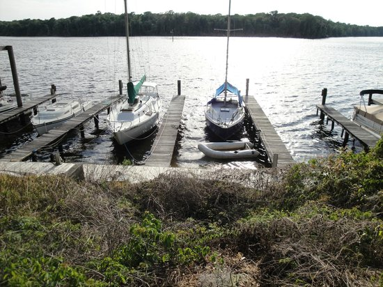 Andersen's Lodge: Boat docks are available for rent, by the day or the month!