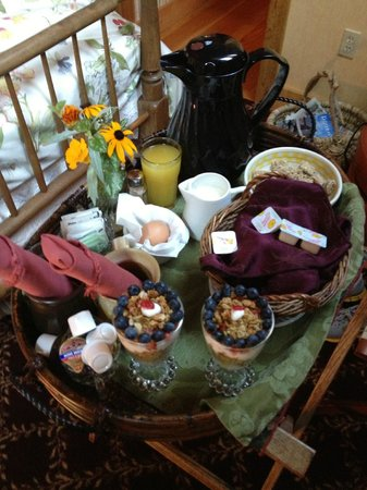 The Black Walnut Guest House: Breakfast