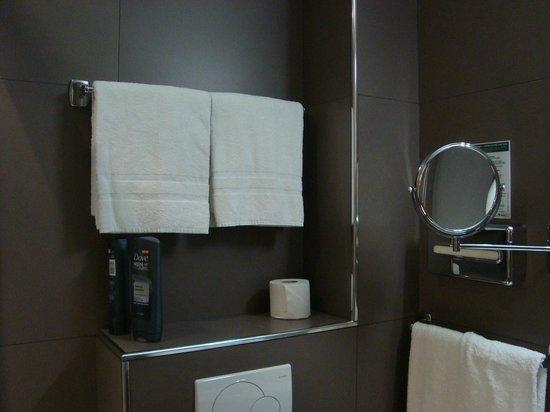 New Orient Hôtel : Magnifying mirror