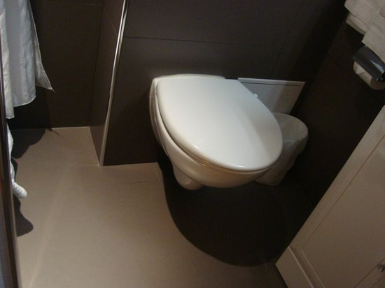 New Orient Hotel: New toilet, floor, wall
