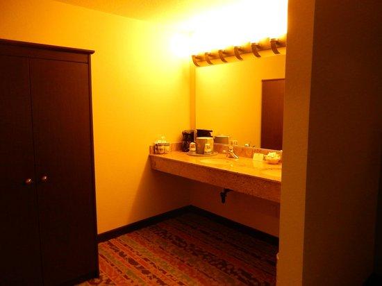 BEST WESTERN Windsor Inn: Vanity