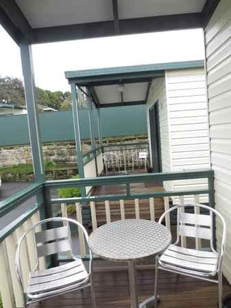 Warrnambool Holiday Village: Patio that is part of the One Room Deluxe cabin