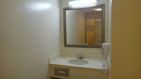 Econo Lodge Cranston: Salle de bain ok