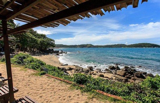 Baan Krating Phuket Resort: Beach Area - Sun Beds