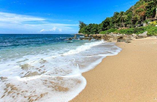 Baan Krating Phuket Resort: Beach Area