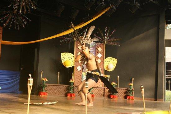 Mini Malaysia & ASEAN Cultural Park Melaka: Sawarak Worrior