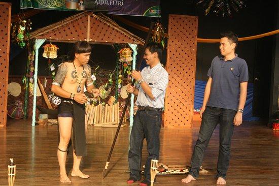 Mini Malaysia & ASEAN Cultural Park Melaka: Performance