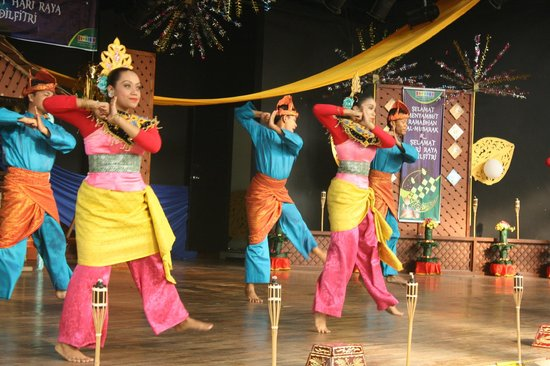 Mini Malaysia & ASEAN Cultural Park Melaka: Cultural Performance