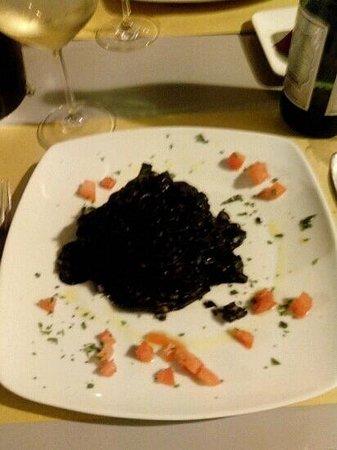 TabernaDeiCinqueSensi : Tagliolini al nero di seppia