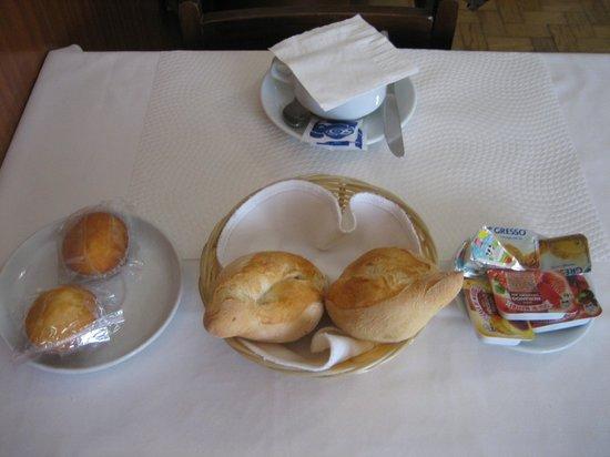 Pensao Residencial Domus : breakfast