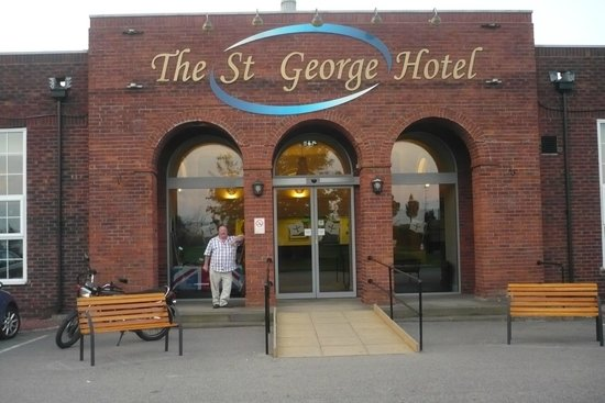 St George Hotel: The hotel entrance