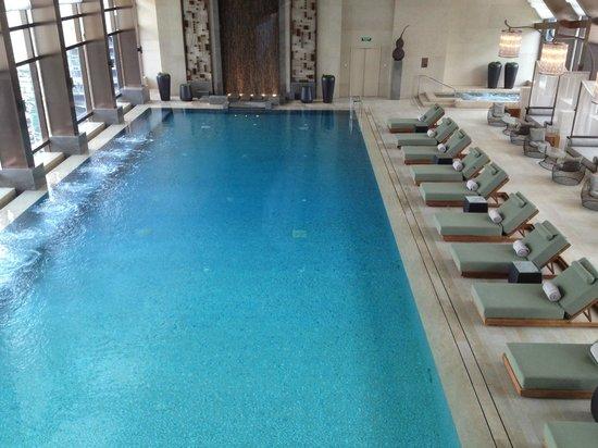 IFC Residence: Pool