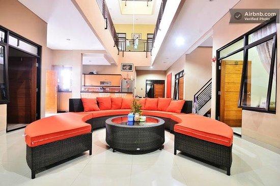 Evy's Benhil Homestay: lobby