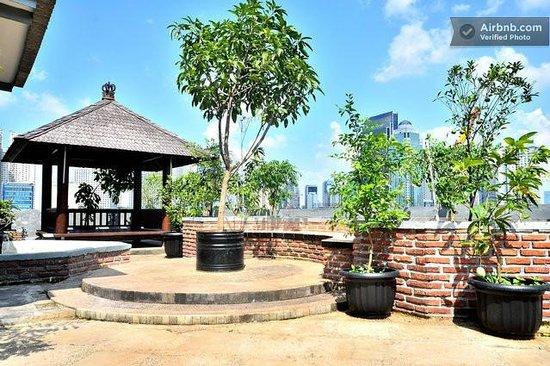 Evy's Benhil Homestay: roof garden