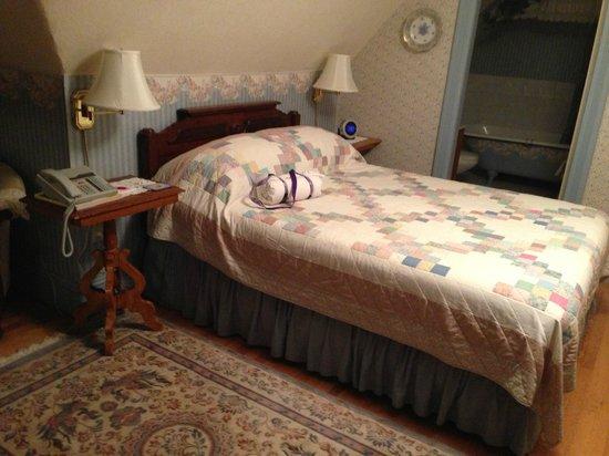 """Elmwood Heritage Inn: """"Nurses suite"""